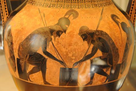 Fotografia: Waza w stylu czarnofigurowym (z przedstawieniem Achillesa i Ajaksa)